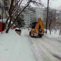 Выполняются снегоуборочные работы на территории всех МКД, находящихся под управлением ООО «Управляющая компания «Милана».